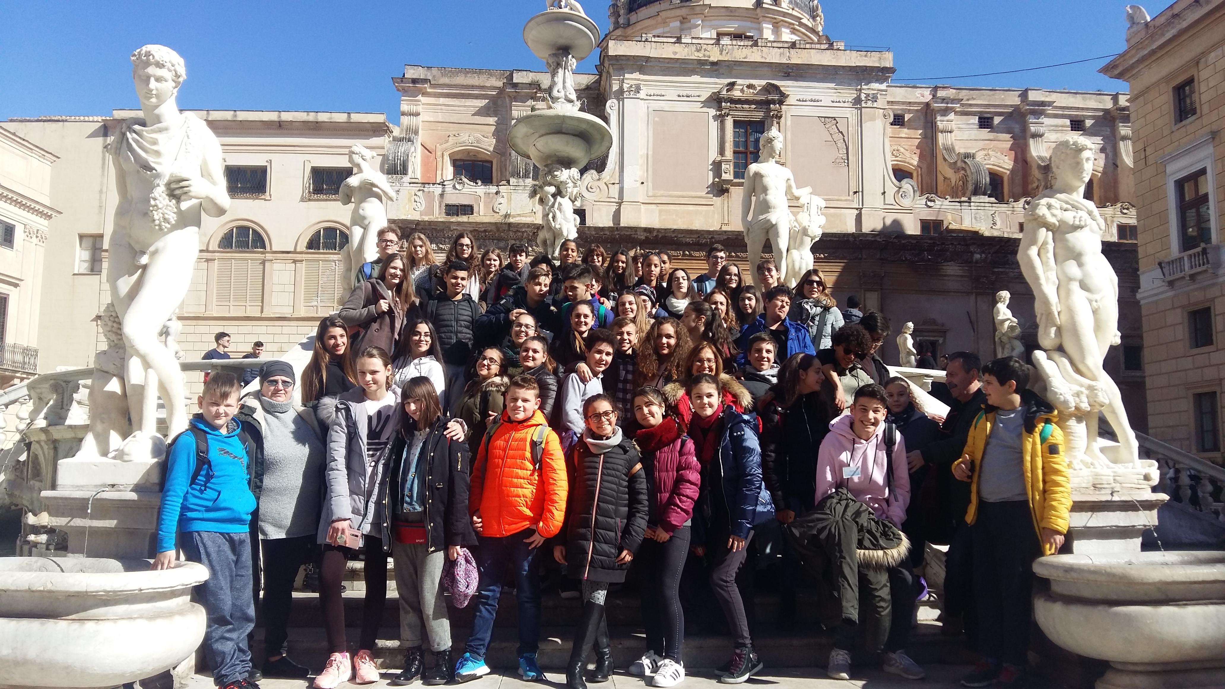 """Erasmus+ projekto """"Apie vandenį"""" dalyviai Italijoje"""